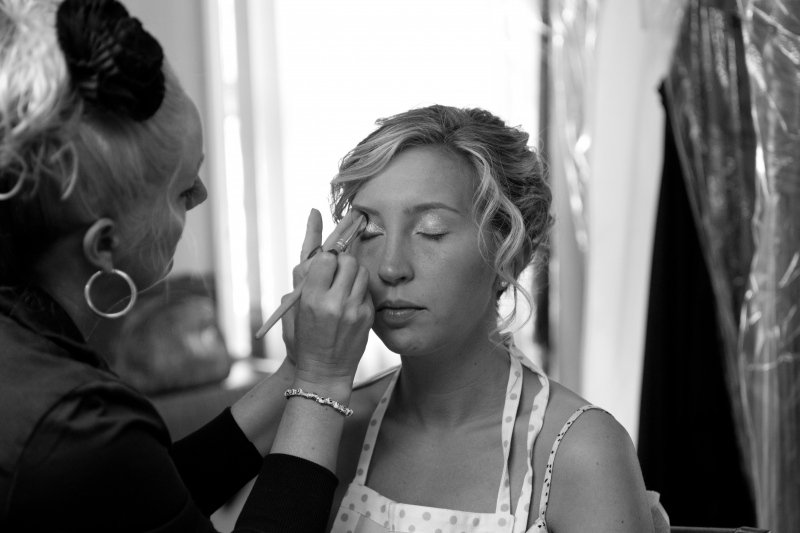 Bridal makeup - Final touches before the wedding.